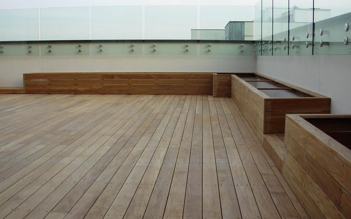 Ravaioli teak baustudio for Pavimenti per esterni in legno