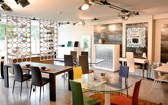 Showroom Riflessi Point by Baustudio Bozen Bolzano: Möbel Einrichtung in Südtirol, mobili arredo alto adige