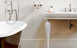 Sanitärartikel, Sanitäranlagen, Badewannen und Duschtassen in Bozen, Südtirol. Sanitari in ceramica, vasce e docce da Baustudio Bolzano, Alto Adige.