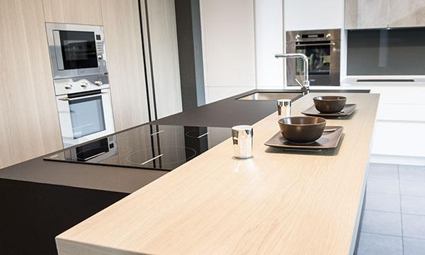 Cucina moderna e elegante da Baustudio Bolzano