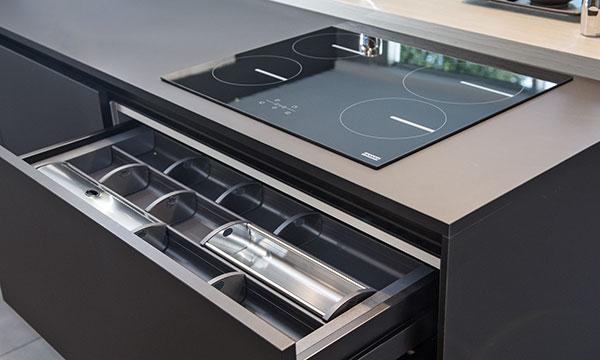 Moderne Küchenausstellung in Bozen bei Baustudio